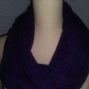 Accessories - Purple collar knit scarf.